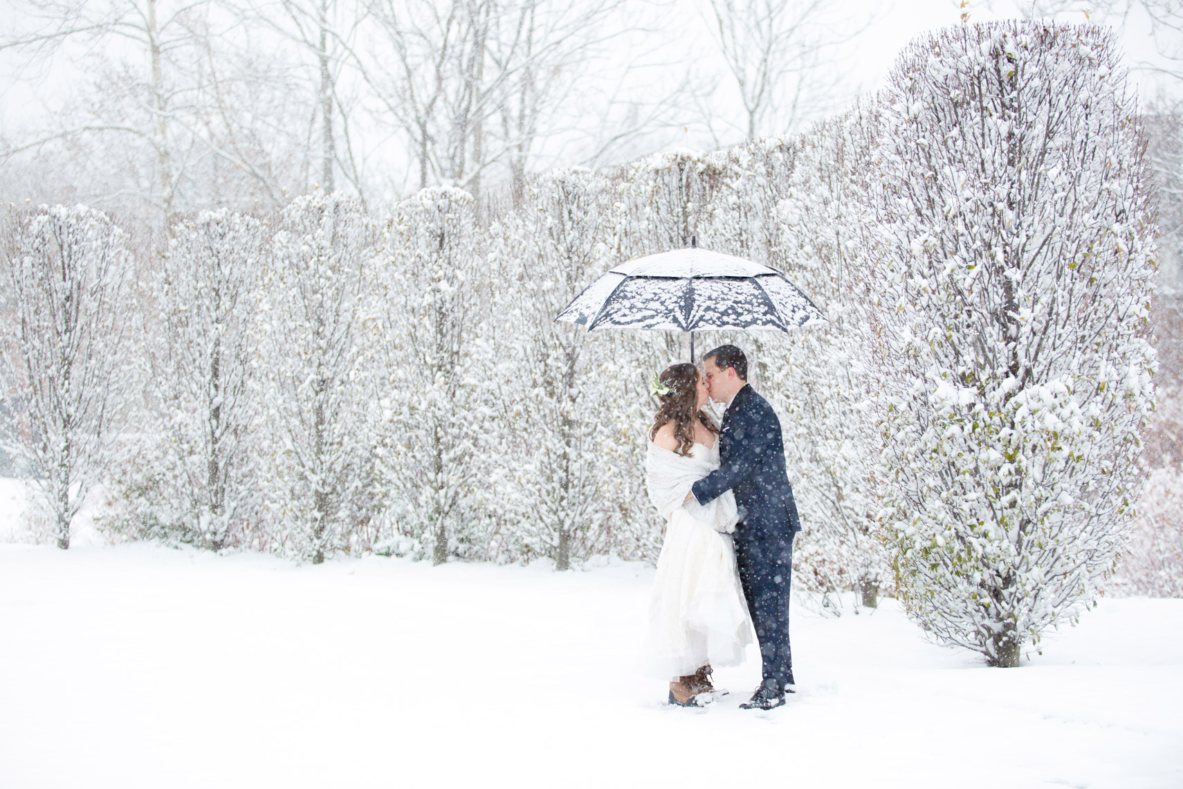 snow-winter-wedding-bride-groom-The-Roundhouse-Beacon-NY-sarma-and-co